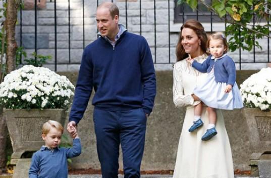 Смотреть Принцесса Шарлотта и принц Джордж: первые фото из Германии видео